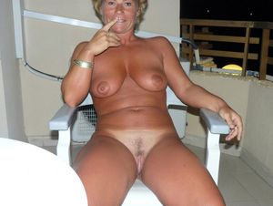 Hot, mature women,..