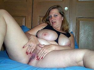 Meaty mature pussy,..