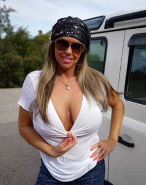Hippy MILF displaying..